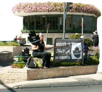 Women in Black vigil in Jerusalem. Photo:Pat Gaffney